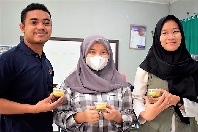 Mahasiswa yang turut serta dalam penelitian pengolahan buah alkesah