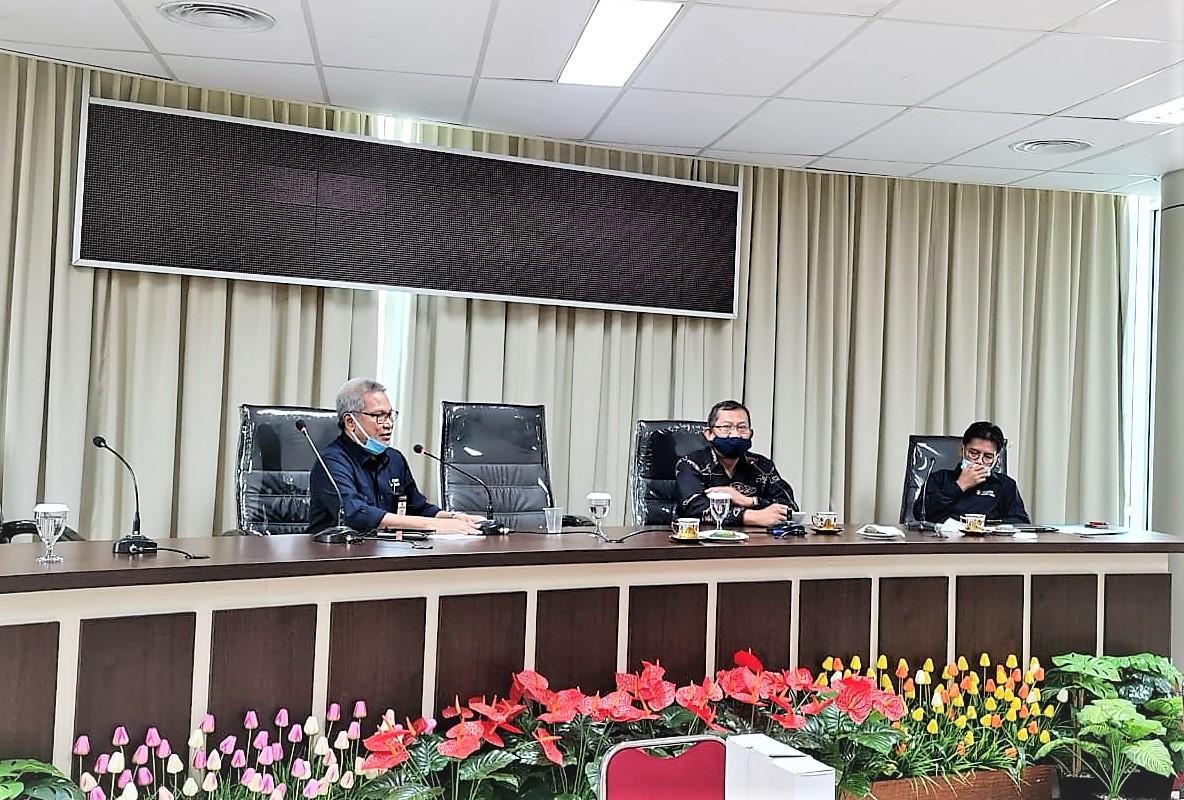 Dekan FEB Universitas Nasional, Dr. Suryono Efendi, SE, MBA, MM dan Dekan FEB Universitas Hasanuddin, Prof. Dr. Rahman Kadir, SE, M.Si.