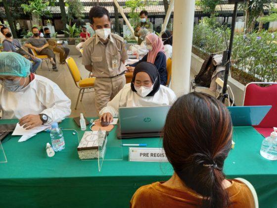 mahasiswa FEB Jadi Relawan di Sentra Vaksinasi